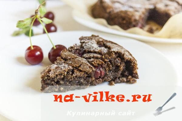 Шоколадный пирог с вишней и орехами без муки
