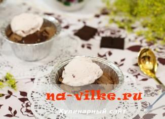 Шоколадный фондан с мороженым