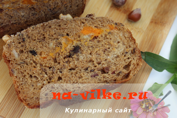 Хлеб заварной с курагой, черносливом, изюмом и орехами