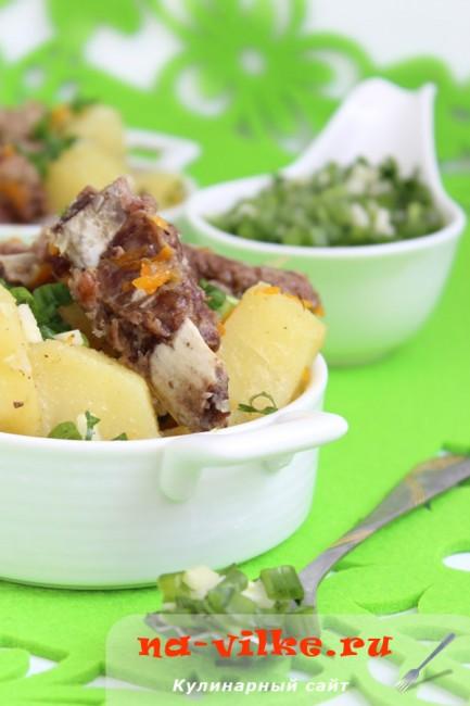 Картофель со свиными ребрышками в мультиварке Поларис
