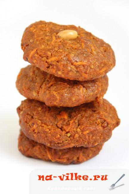 Морковное печенье с орехами из ржаной муки