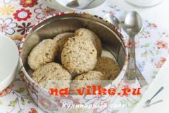 Овсяное печенье с миндалём и фундуком