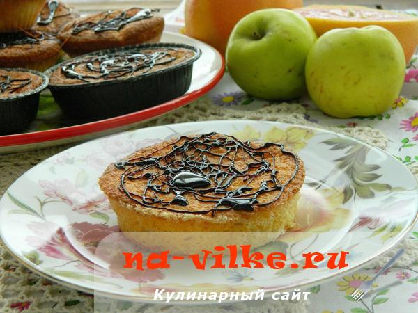 Сливочные маффины с яблоками и карамелью