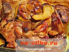 Сочная свинина с яблоками