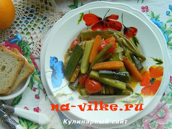 Диетическое рагу с цукини, фасолью и помидорами в мультиварке