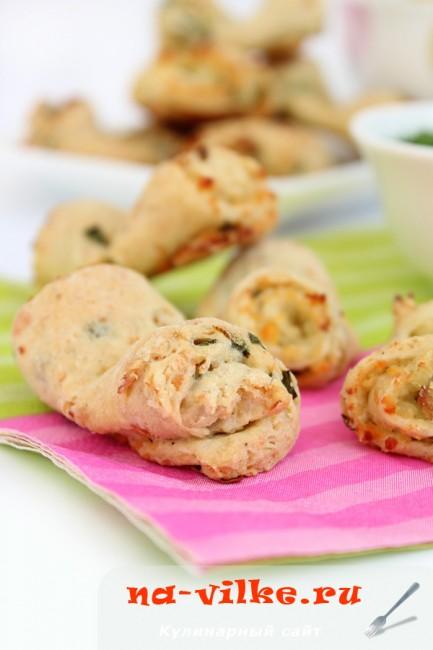 Печенье с зеленым луком, сыром и творогом