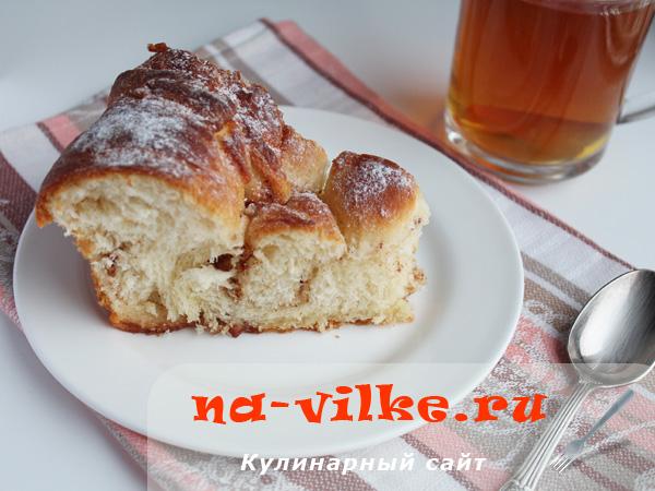 Дрожжевой пирог со сливочной начинкой и ароматом корицы