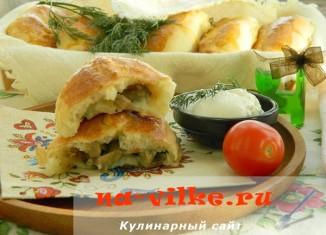 Пирожки из дрожжевого теста с начинкой из грибов и картофеля
