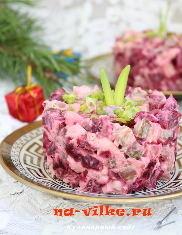 Салат из свеклы с солеными огурцами и яйцом