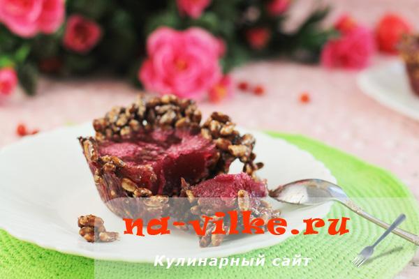 Вкусное фруктовое желе из смородины в сладких корзинках