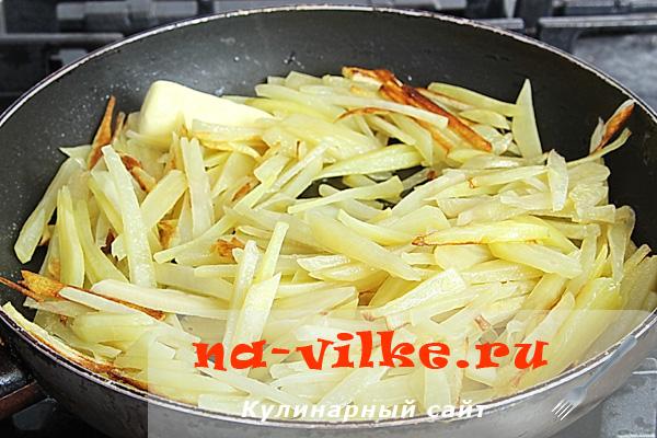 Как пожарить картошку хрустящую на сковороде