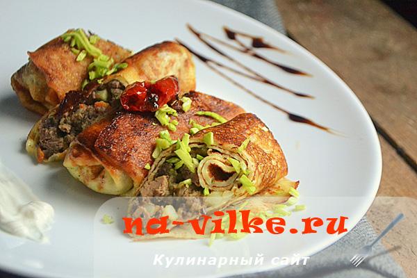 Русские блины с куриным сердцем и печенью