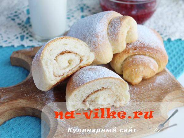 Коричные и ванильные булочки из дрожжевого теста