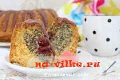 Вишневый кекс с маком и шоколадной глазурью