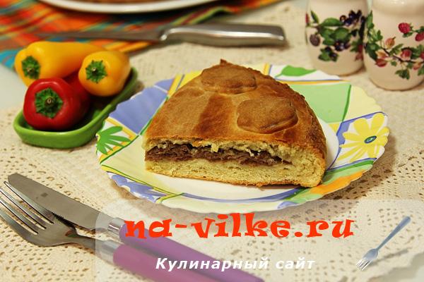 Песочный пирог с мясным фаршем в духовке
