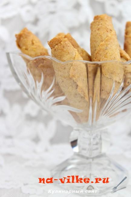 Постное печенье из кукурузной крупы с миндалем