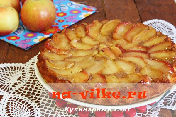 Вкусная пышная шарлотка с карамелизированными яблоками