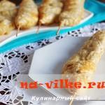 Вкусные праздничные шашлычки с сыром и беконом в тесте