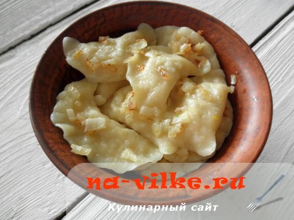 Домашние вареники с начинкой из квашеной капусты
