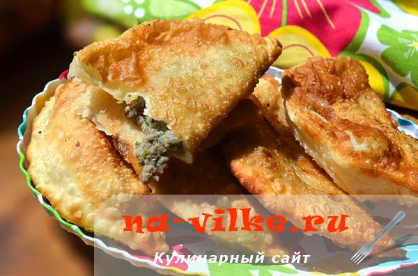Чебуреки рецепт с пошаговый хрустящие на сковороде