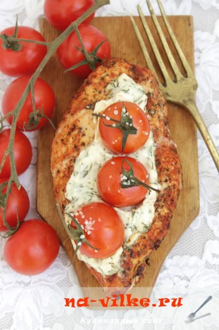 Куриное филе, фаршированное творожным сыром и черри