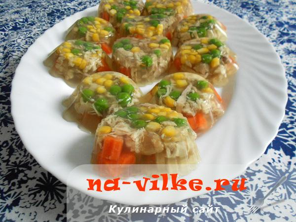 Заливное из курицы и овощей