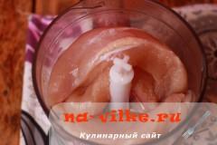 kurinie-kotlety-s-mankoy-01