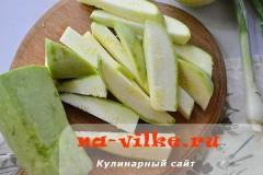 salat-iz-kabachkov-s-lukom-2