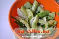 salat-iz-kabachkov-s-lukom-6