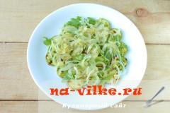 salat-s-kabachkami-fetoy-06