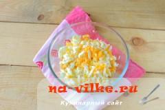 salat-s-kuricey-gribami-4