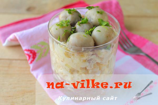 Рецепт вкусного домашнего салата с курицей и грибами
