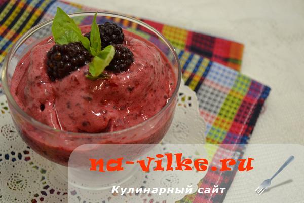Полезный смузи из ягод и кефира в блендере – рецепт с фото