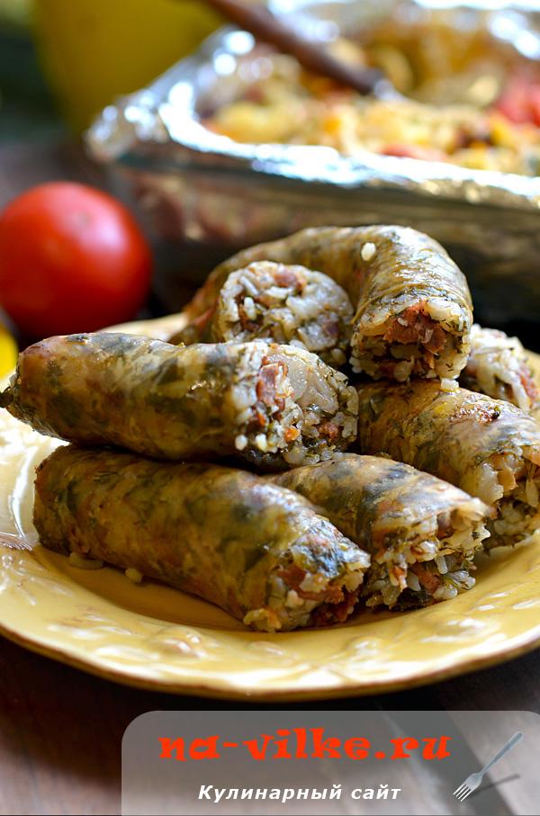 Домашние колбаски хасип с зеленью и рисом