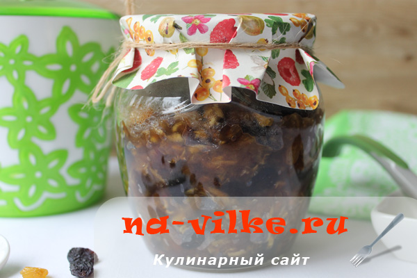 Варенье из кабачков с тростниковым сахаром, изюмом и финиками