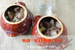 kartoshka-s-mjasom-gorshochki-06