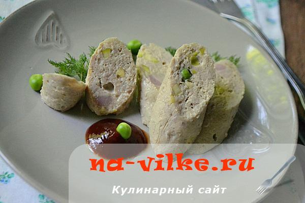 Вкусная домашняя колбаса, вареная в пищевой пленке