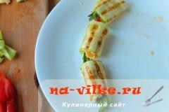 ruletiki-iz-kabachkov-s-omletom-08