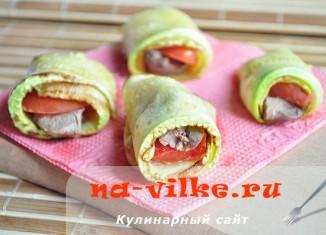 Закусочные рулеты из кабачков с начинкой из печени и помидоров