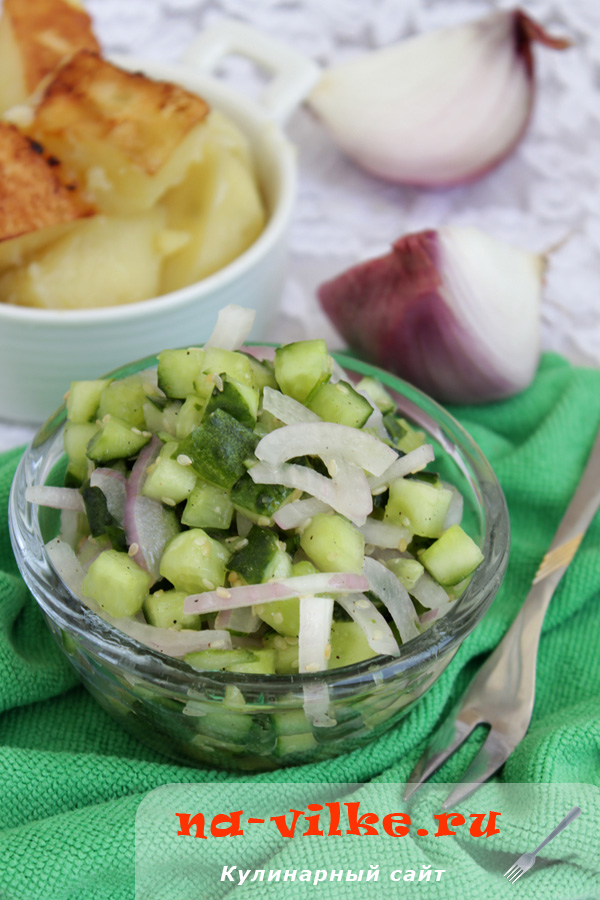 Салат из огурцов с красным луком