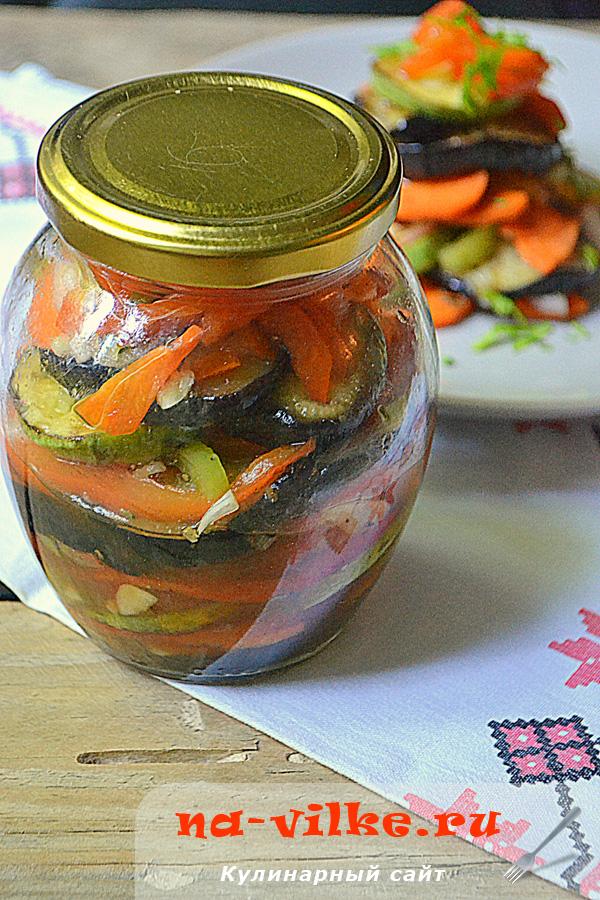 Слоёный салат из баклажанов и кабачков с овощами