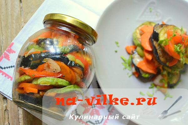 Вкусный салат из баклажанов, перца, кабачков и других овощей