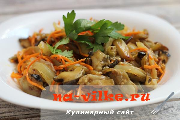 Тёплый салат с баклажанами и рапанами