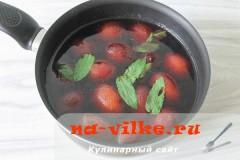 kompot-iz-slivy-s-mjatoy-4