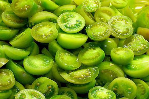 Зеленые помидоры половинками