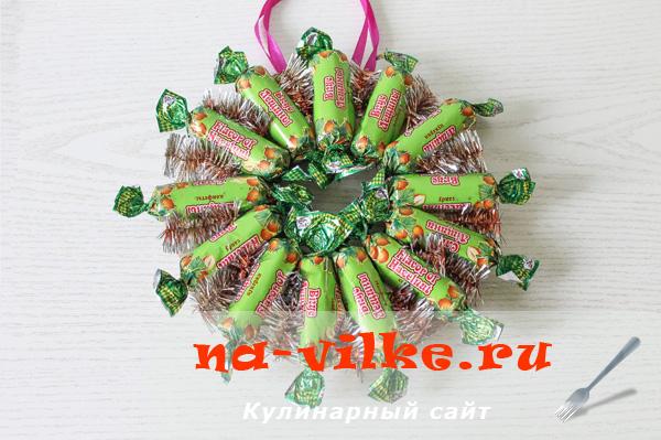 venok-iz-konfet-08