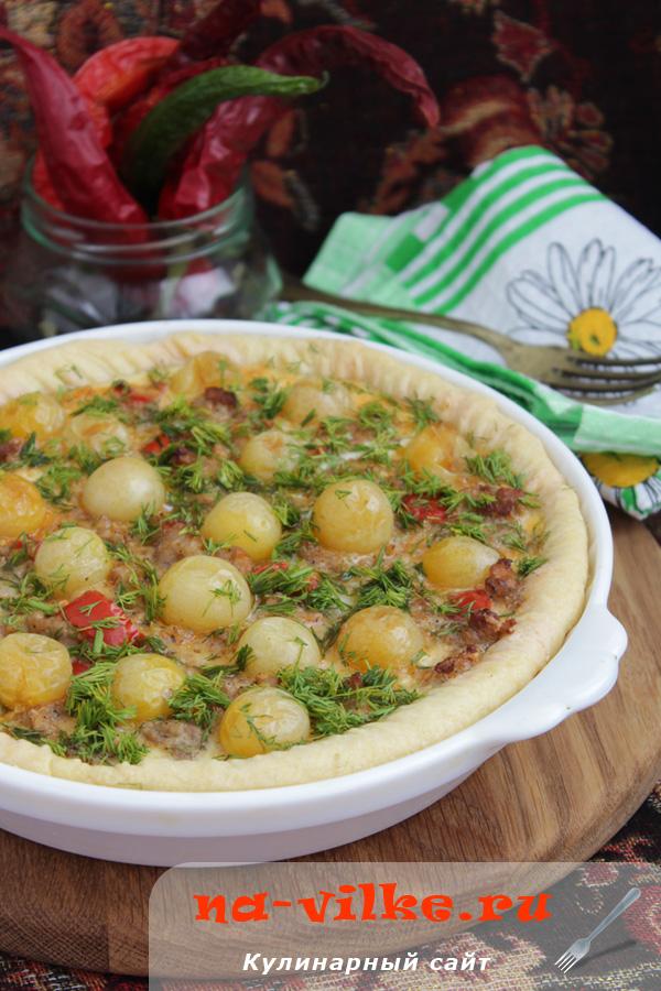 Итальянский тарт с фаршем, сыром и помидорами