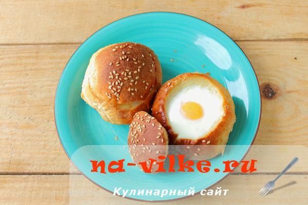 Яйцо в булочке, приготовленное в мультиварке
