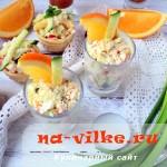 Салат из кунжута, апельсина и крабовых палочек в тарталетках