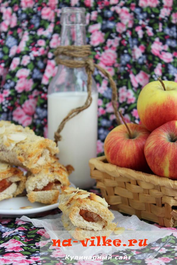 Рулетики из хлеба с яблочным повидлом